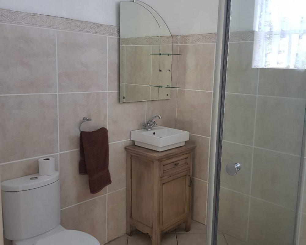 Daisy Bathroom 1